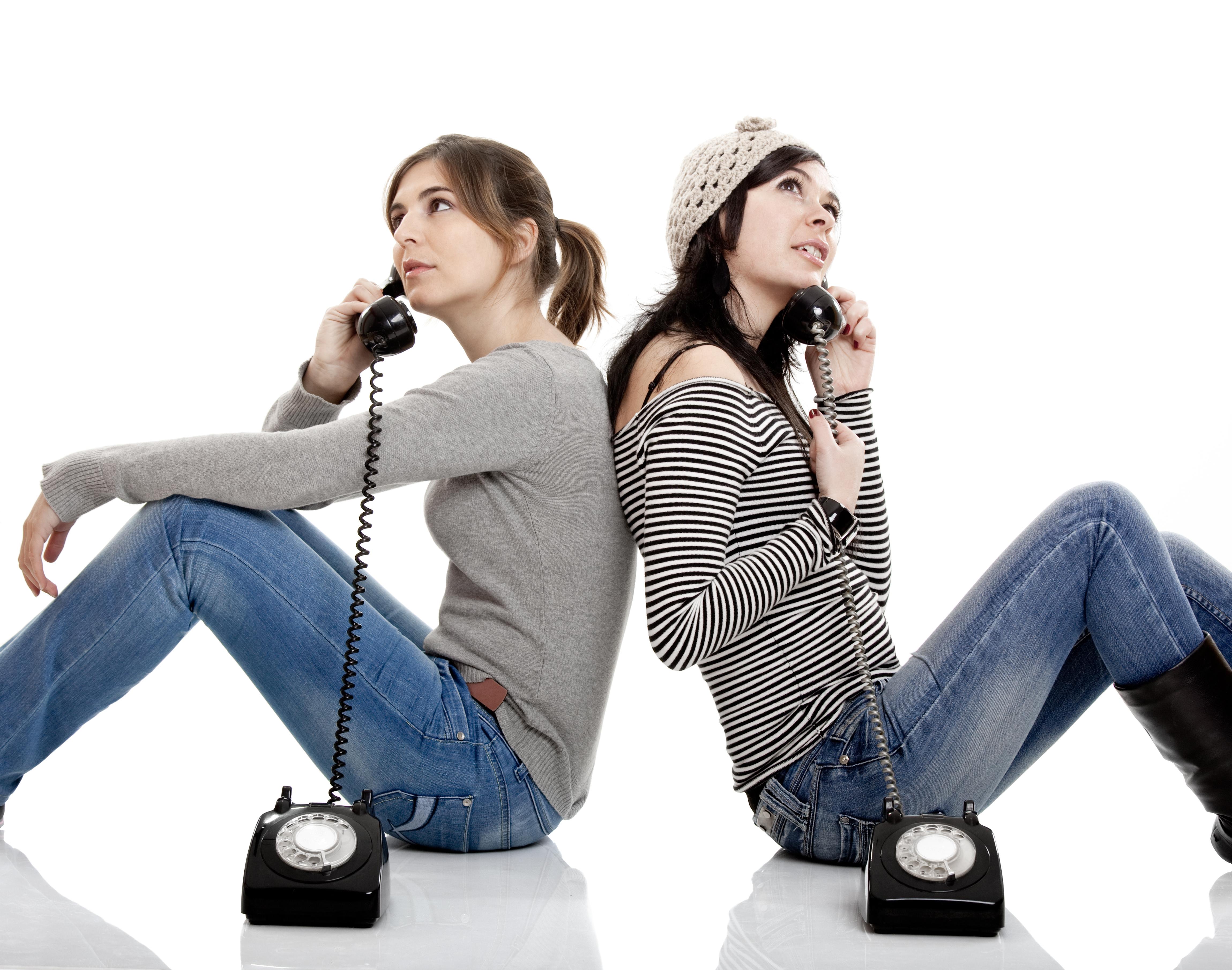 гражданский картинка двух людей разговаривающих по телефону при определенном