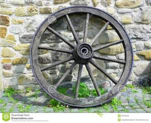 wooden-wagon-wheel-25813529